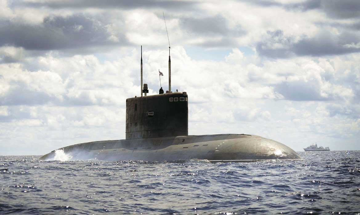 Pictured: Russian Kilo Class submarine Alrosa, off the coast of Spain. POA(Phot) Des Wade/Royal Navy.